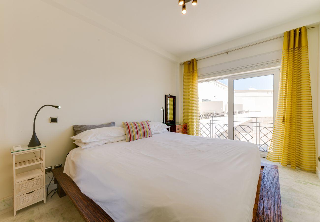 Apartamento em Lagos - Apartamento | High-Speed Internet | Ar Condicionado | 50m da Praia | Vista Mar [RLAG70]