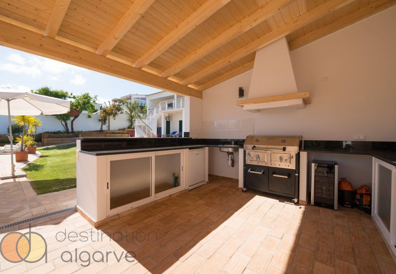 Villa em Luz - Vivenda   Wi-Fi   Ar Condicionado   Piscina Privada [pode ser aquecida]   Jardim   Perto da Praia e do Centro   Vista Mar [RLUZ18]