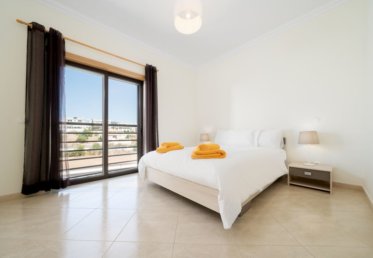 Apartamento em Lagos - Apartamento | Wi-Fi Alta Velocidade | Ar Condicionado | Piscina Partilhada | Terraço Privado | Perto do Centro Histórico [RLAG97]