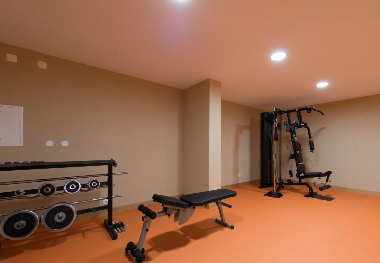 Apartment in Lagos - Apartment   High-Speed Internet   A/C   Shared Pool   Gym Access [RLAG76]