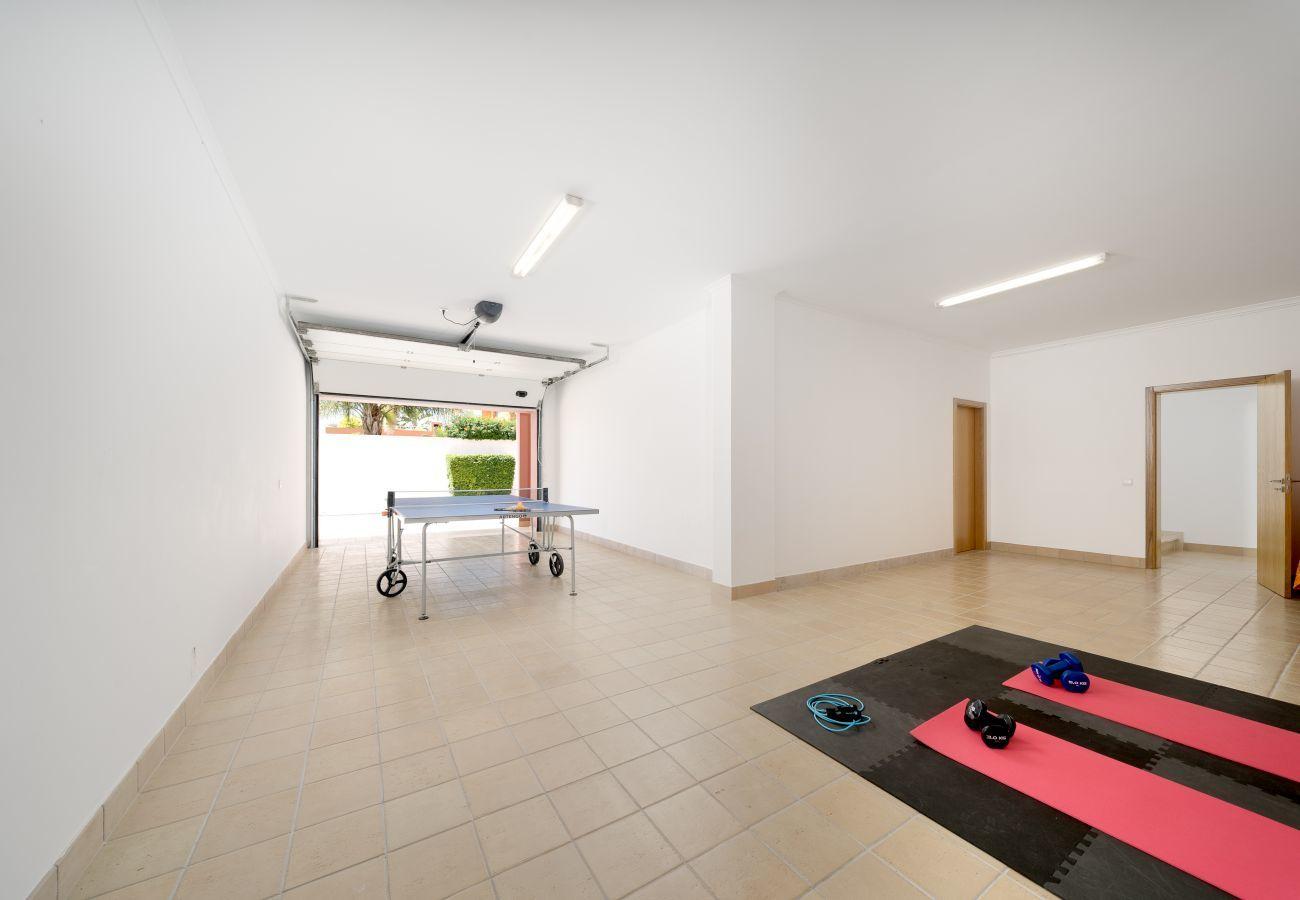 Villa in Lagos - Villa | Wi-Fi | A/C | Private Pool | Table Tennis | Near Beach & Town Centre [RLAG46]