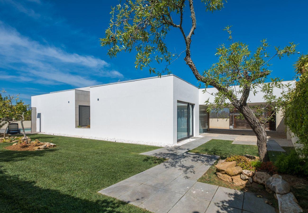 Villa in Luz - Villa | Wi-Fi | A/C | Private Pool | Garden | Tennis Court | Near Beach | Sea View [RLUZ17]