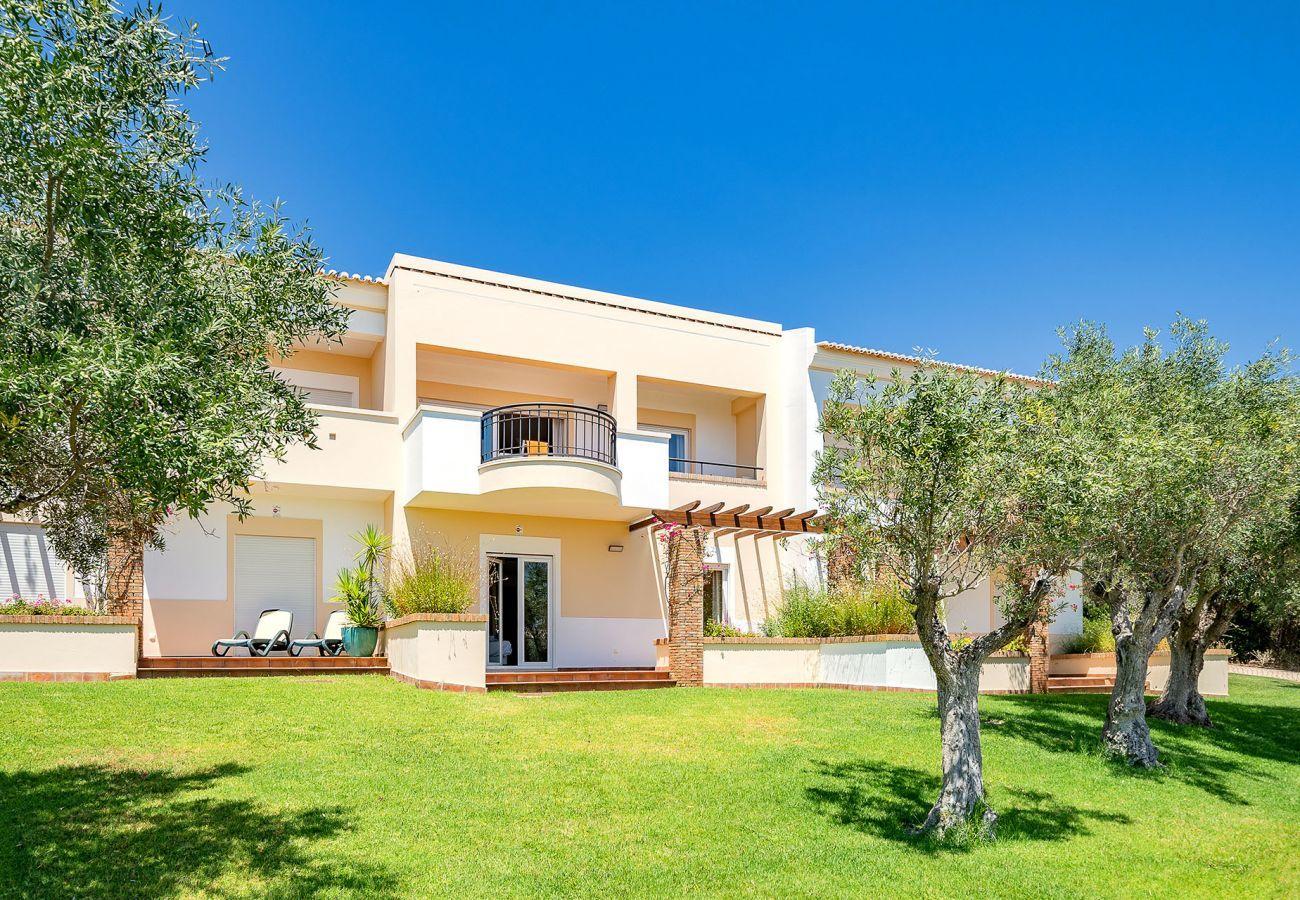 House in Odiáxere - Villa with free Wi-Fi | A/C | shared pool | garden [RVDRL]