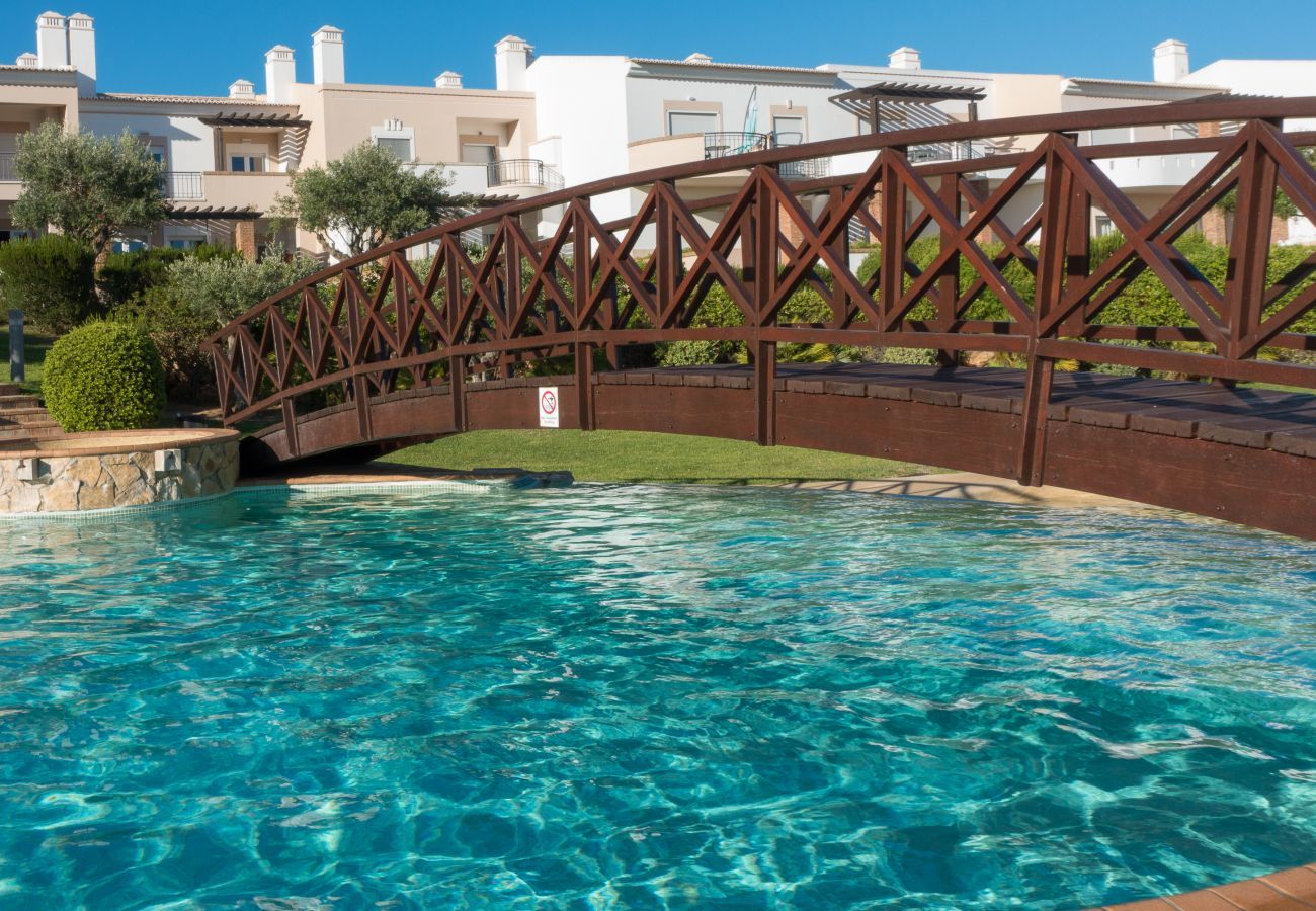 Apartment in Odiáxere - Apartment | Wi-Fi | A/C | Shared Pool [RVDRAD]