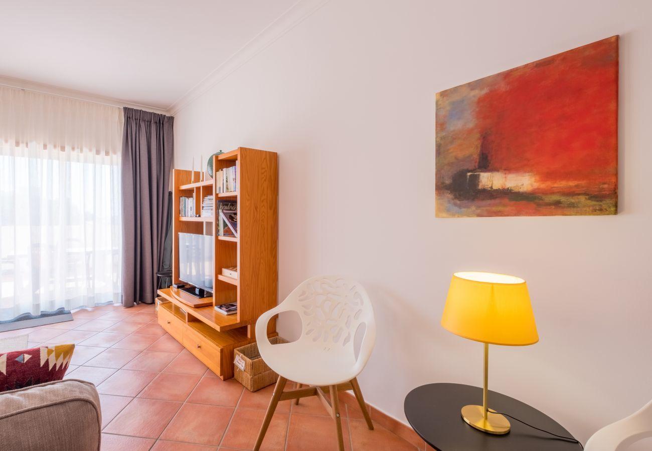 Apartment in Lagos - Apartment | Wi-Fi | A/C | Shared Pool | Near Beach & Town Centre | Sea View [RLAG78]