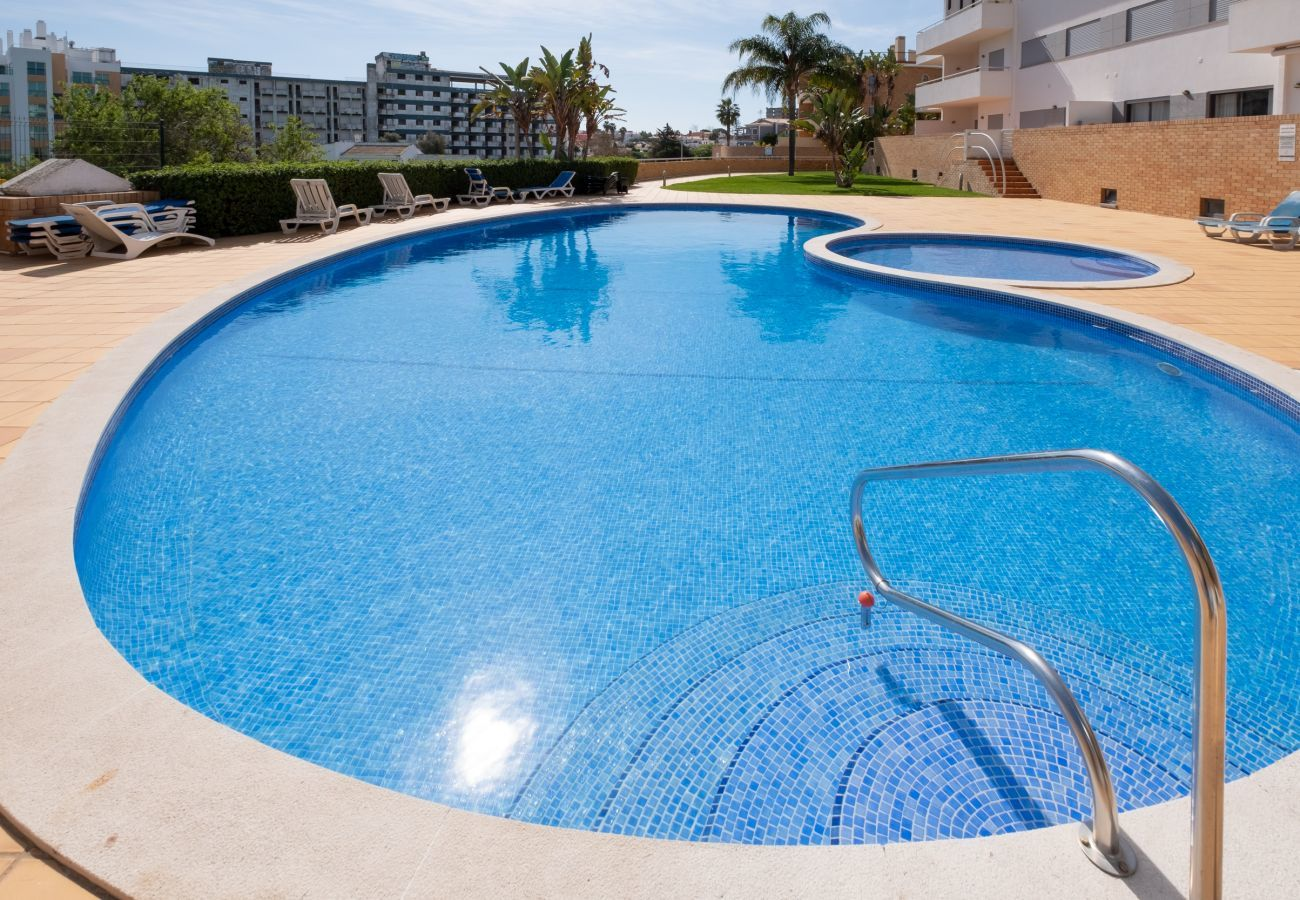 Apartment in Lagos - Apartment with free Wi-Fi | A/C | shared pool | near beach and town centre | sea view [RLAG77]