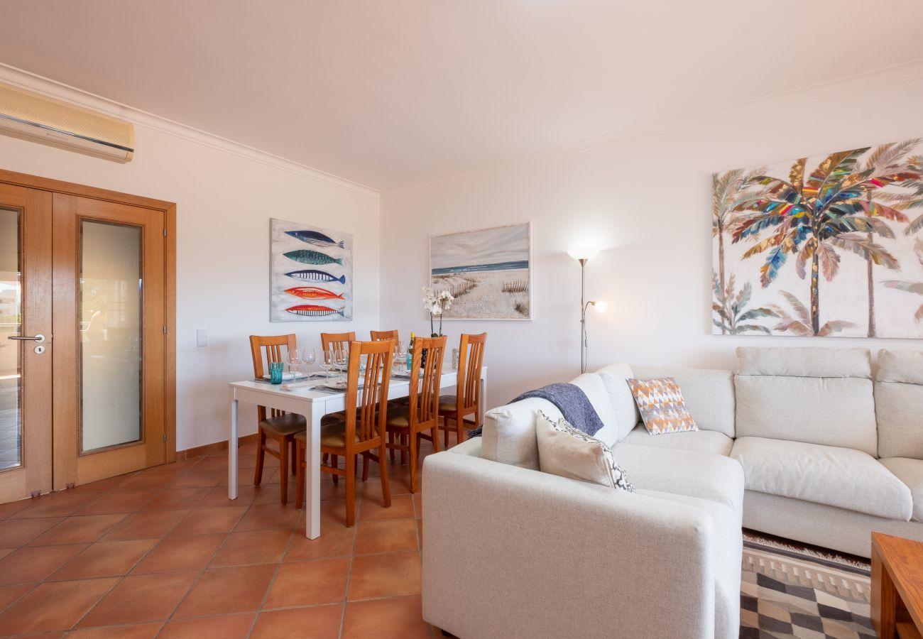 Apartment in Lagos - Apartment | Wi-Fi | A/C | Shared Pool | Near Beach & Town Centre | Sea View [RLAG77]