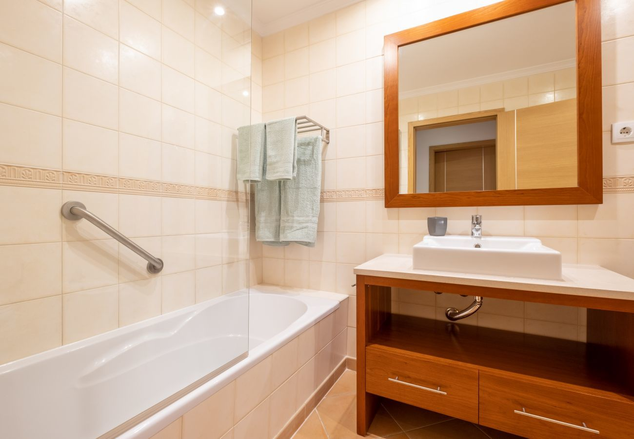 Apartment in Lagos - Apartment with free Wi-Fi | A/C | shared pool | near city walls| sea view [RLAG102]