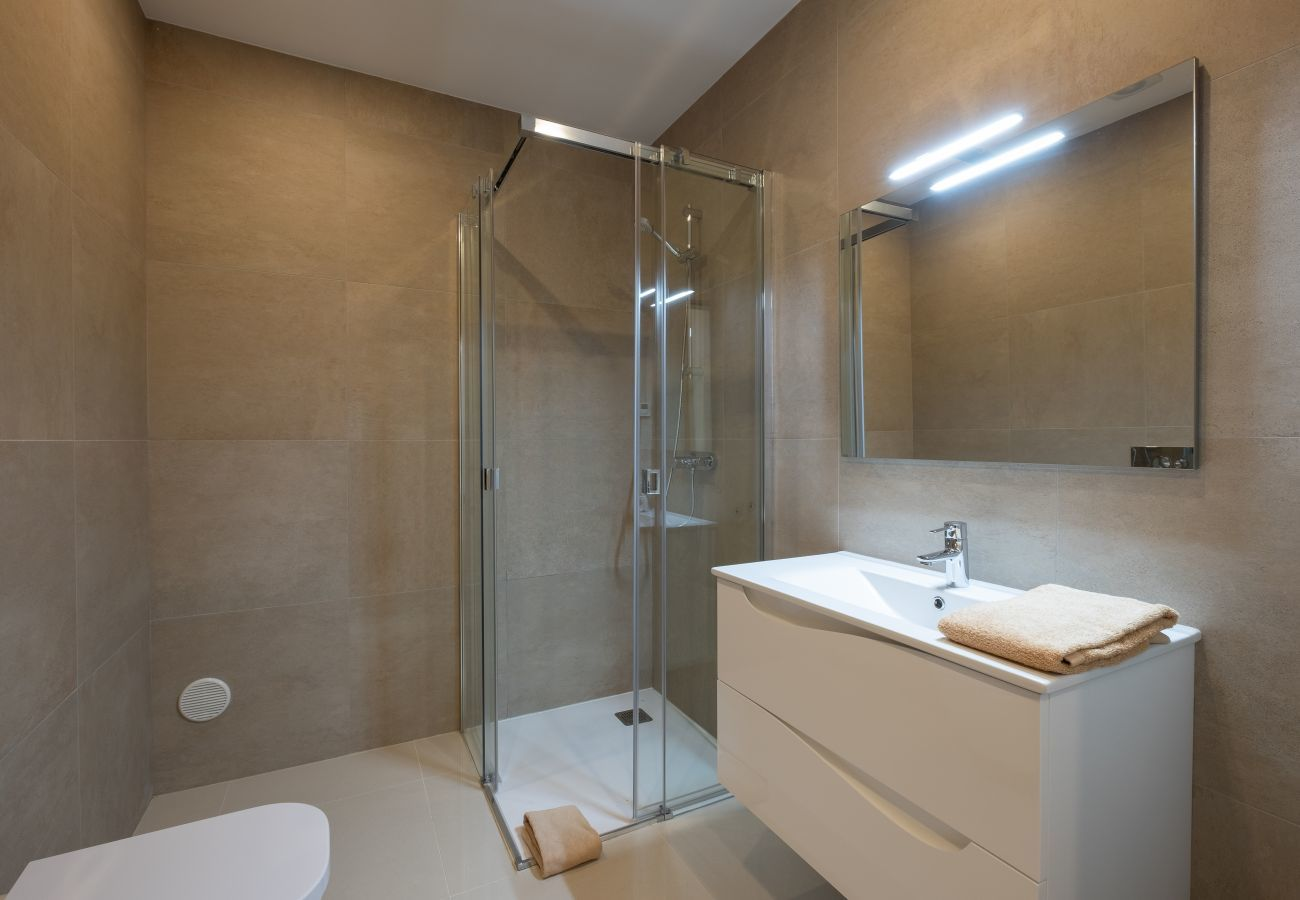 Apartment in Lagos - Apartment   High-Speed Internet   A/C   Shared Pool   Near Beach [RLAG104]